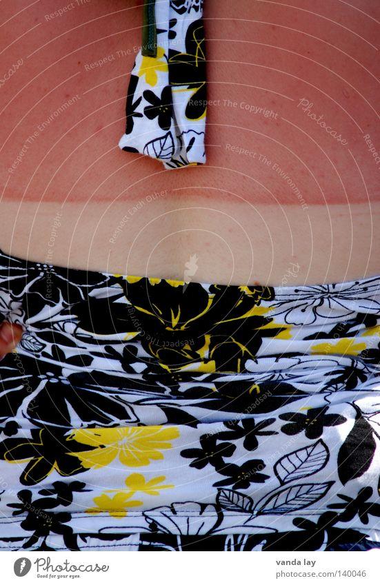 Festivalbräune Frau Ferien & Urlaub & Reisen rot Sommer Mode braun Rücken Haut gefährlich bedrohlich Schutz Sonnenbad brennen Top verbrannt Körperteile