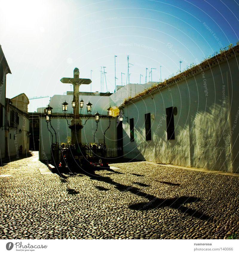 Capuchinos Sonne blau Sommer Haus Wand Architektur Tourismus Andalusien Boden Denkmal Kreuz Straßenbeleuchtung Kruzifix Antike Glut brilliant