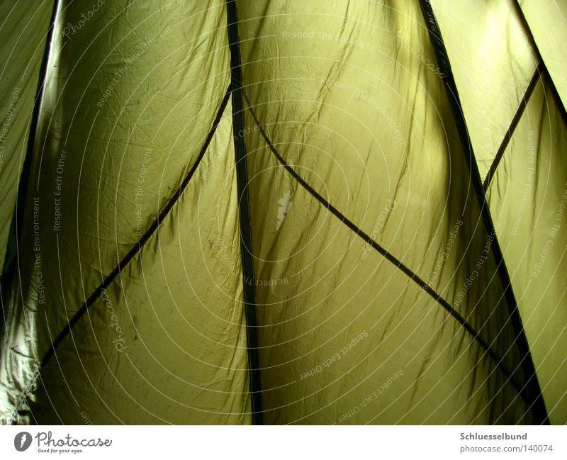 Fallschirm grün schwarz dunkel hell Streifen Falte Fallschirm Stoff Stofffalten