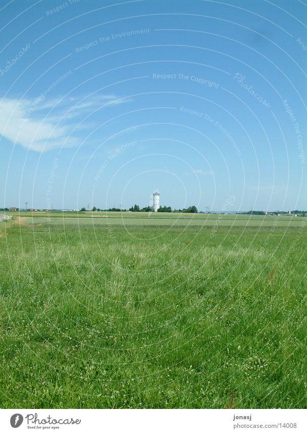 Der Wasserturm Himmel grün blau Ferne Wiese Landschaft Horizont Aussicht Turm Dorf Amerika Zisterne Wasserturm