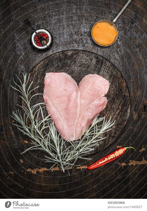Hähnchenbrust in Herzform mit Kräutern und Gewürzen Gesunde Ernährung dunkel Essen Foodfotografie Stil Lebensmittel Design Tisch Kochen & Garen & Backen