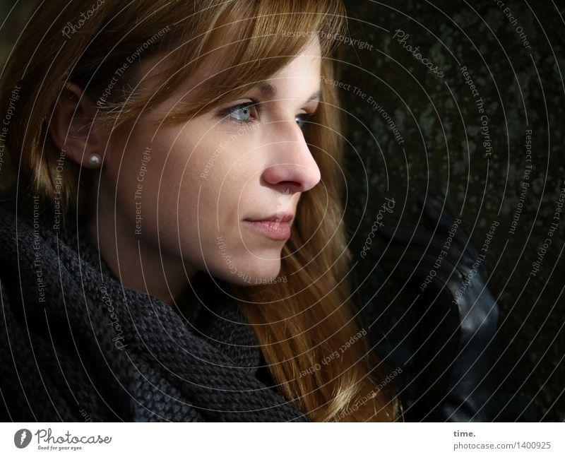 . Mensch schön ruhig Ferne Wald feminin Denken warten beobachten Hoffnung Sicherheit Unendlichkeit Gelassenheit Vertrauen Fernweh Wachsamkeit
