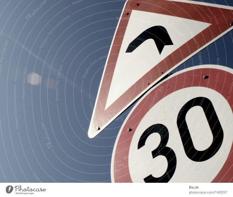 Abkürzung Himmel Verkehr Verkehrswege Straße Fahrzeug Lastwagen Schilder & Markierungen Hinweisschild Warnschild rot schwarz weiß Sicherheit Vorsicht