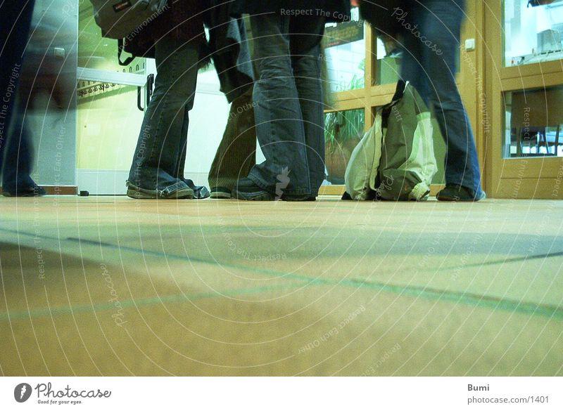 auf dem Boden bleiben... Mensch Fuß Bodenbelag