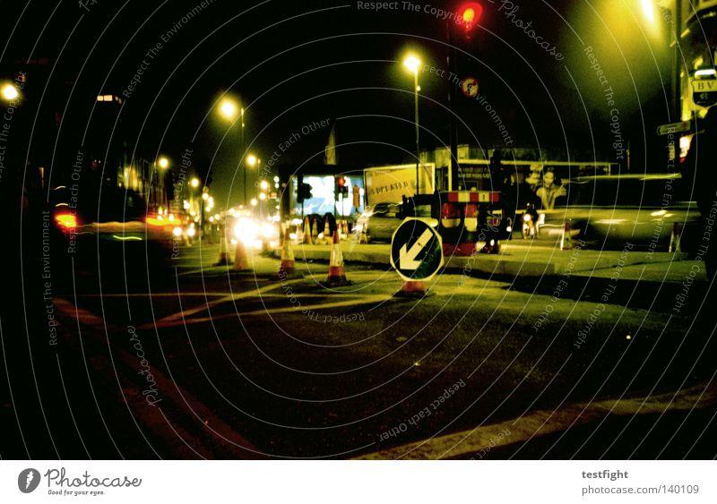 the night Nacht dunkel Verkehr Stadt Verkehrsschild Verkehrswege Abend Licht Bewegung Straße street fahrtrichtung