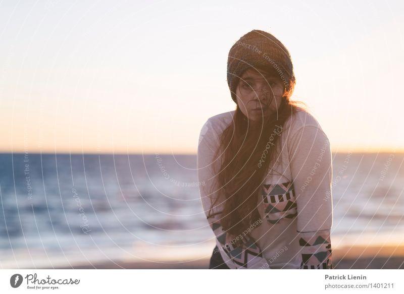 Horizont Mensch Frau Jugendliche schön Junge Frau Erotik Erholung ruhig Freude Erwachsene Leben Gefühle Lifestyle feminin Gesundheit Stil