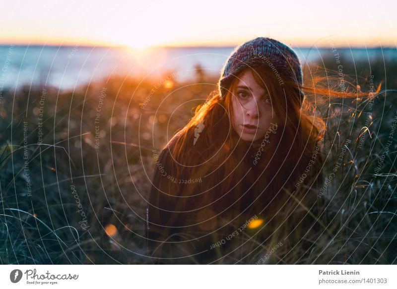 Les Mensch Natur Ferien & Urlaub & Reisen Jugendliche Pflanze Sommer Junge Frau Meer Erholung Landschaft Ferne Strand Umwelt Leben feminin Freiheit