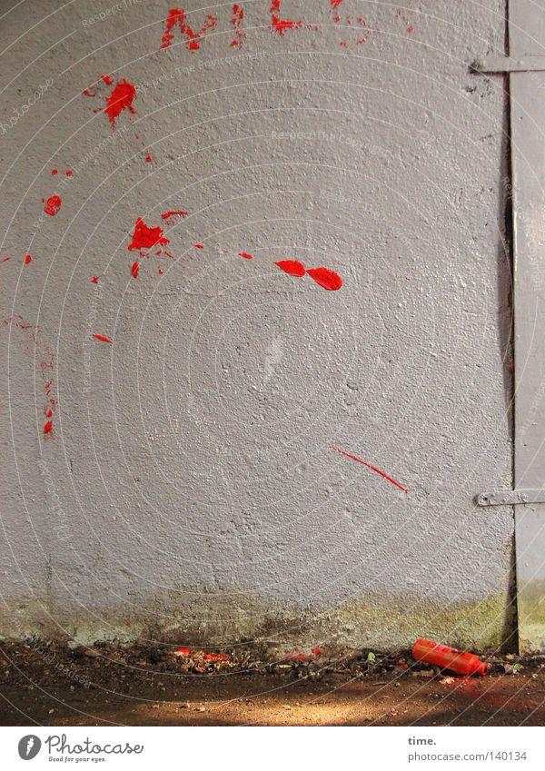 Wutausbruch Farbe Graffiti Wand Mauer Kunst Fassade laufen Kommunizieren Zeichen Verkehrswege werfen Schmiererei toben Kunsthandwerk beschmiert Farbdose