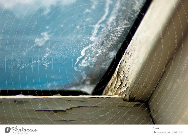 betrübt Himmel alt blau weiß Sommer Fenster Freiheit Holz Gebäude hell Glas dreckig frei frisch kaputt Dach