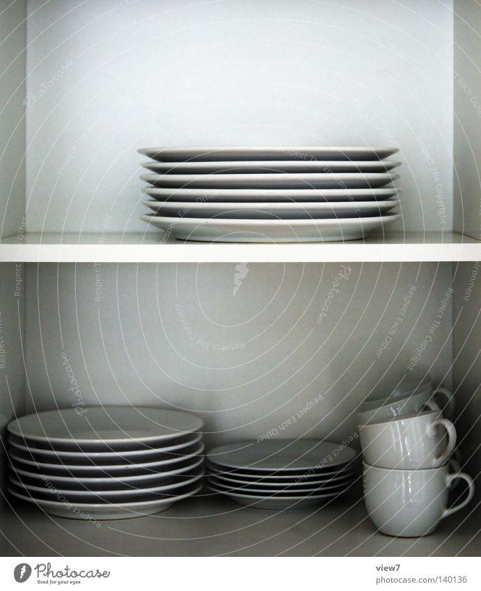 Geschirr Küche Schrank Raum Örtlichkeit Ernährung weiß Porzellan Glas Schranktüren Holzbrett Farben und Lacke Oberfläche Ordnung sehr wenige rein 6 frei