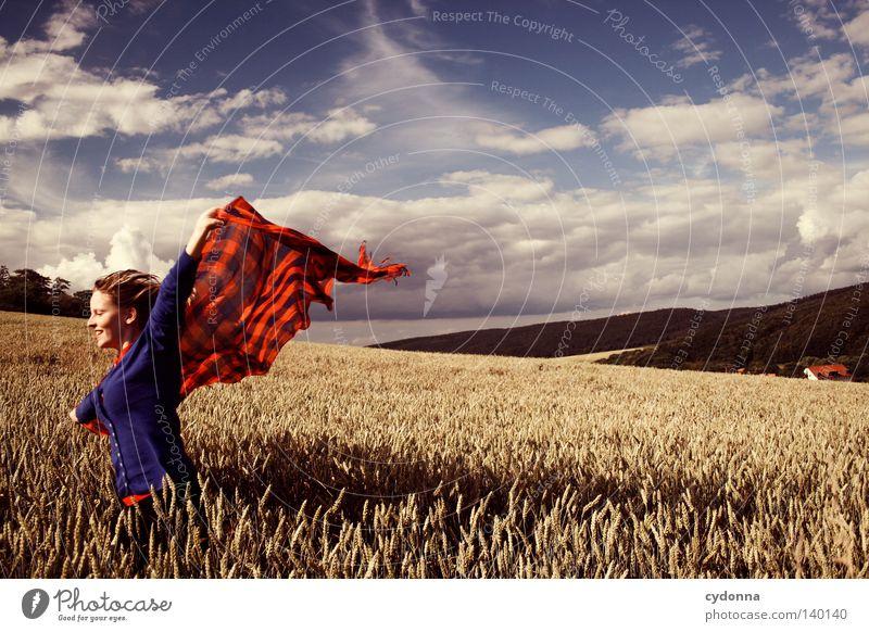 Ausgeflogen Frau Mensch Natur schön Himmel grün blau rot Sommer Freude Wolken Leben Wiese Gras Bewegung Haare & Frisuren