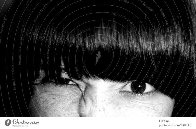 augenBLICK Auge Pupille Blick intensiv Feindschaft eindringen zusammengekniffen Zusammensein aufreißen Gefühle Wimpern Sommersprossen Nase Augenbraue
