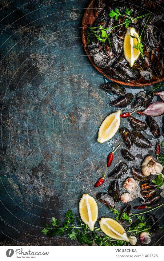 Frische Miesmuscheln mit Zitrone und Zutaten Natur Gesunde Ernährung Leben Speise Essen Foodfotografie Stil Hintergrundbild Lebensmittel Design Tisch