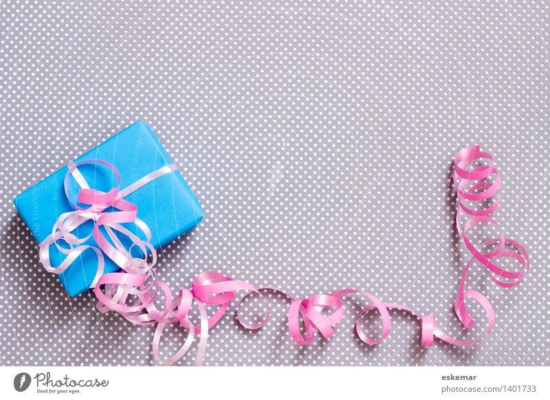 geschenkt Weihnachten & Advent blau weiß Freude grau Feste & Feiern rosa Dekoration & Verzierung Geburtstag Geschenk Papier Neugier Hochzeit Überraschung