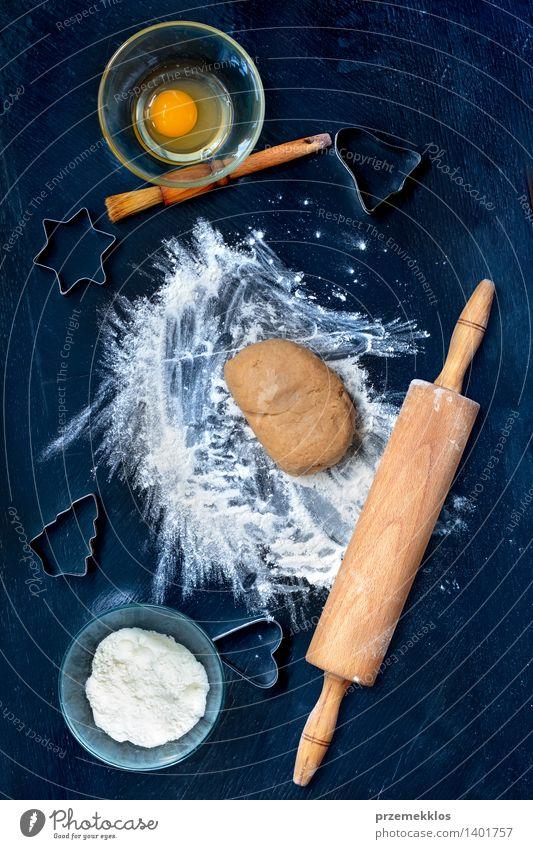 Weihnachten & Advent Feste & Feiern Tisch Kochen & Garen & Backen Küche Ei machen geschnitten Mehl Saison Weihnachtsgebäck Vorbereitung Lebkuchen Nudelholz