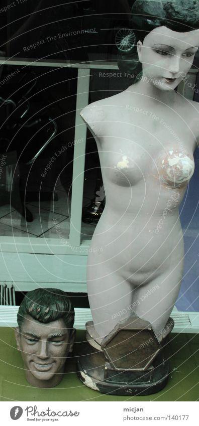 H08 - Unwürdig Frau Mann alt schön Ferne feminin nackt Gefühle Kopf lachen Stein Stil Traurigkeit Paar träumen Körper