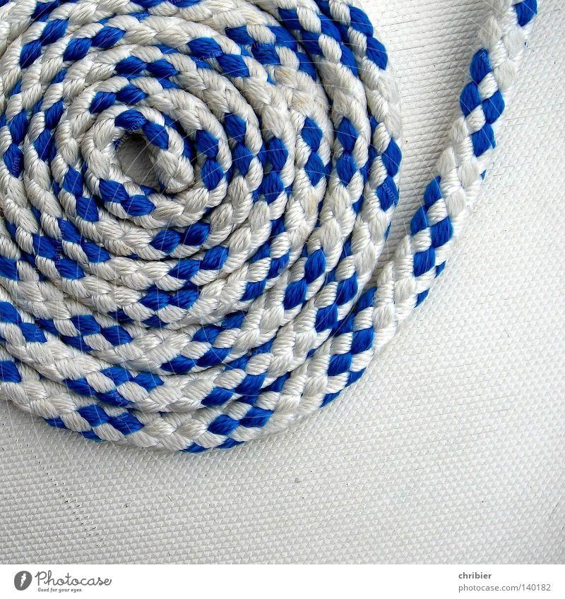 von der Rolle blau weiß Meer Wasserfahrzeug Freizeit & Hobby Seil Schnur Schifffahrt Segeln Steg Anlegestelle Schnecke Nähgarn rollen Segelboot