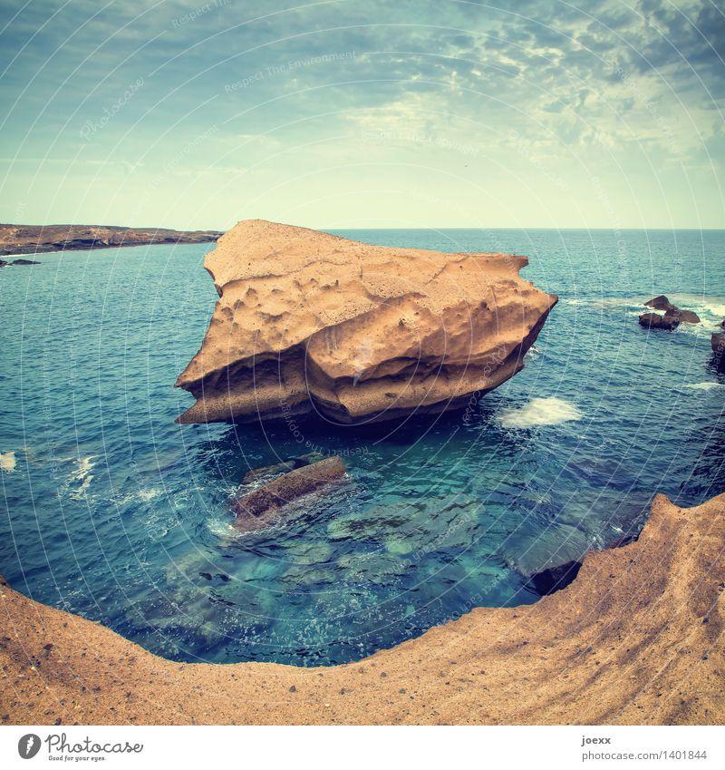 Abbruch Landschaft Urelemente Wasser Himmel Horizont Felsen Küste Meer Insel Teneriffa alt groß Wärme blau braun bizarr Natur skurril Vergänglichkeit Steinblock