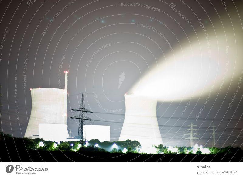 Kraftwerk Farbfoto Außenaufnahme Menschenleer Textfreiraum oben Nacht Licht Starke Tiefenschärfe Dienstleistungsgewerbe Wissenschaften Fortschritt Zukunft