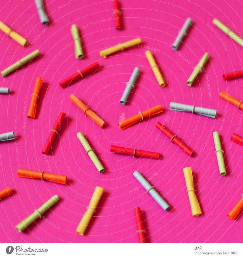 Auf los geht's los Glücksspiel Lotterie Papier Lotterielose mehrfarbig rosa Erfolg verlieren Misserfolg Zufall Farbfoto Innenaufnahme Studioaufnahme