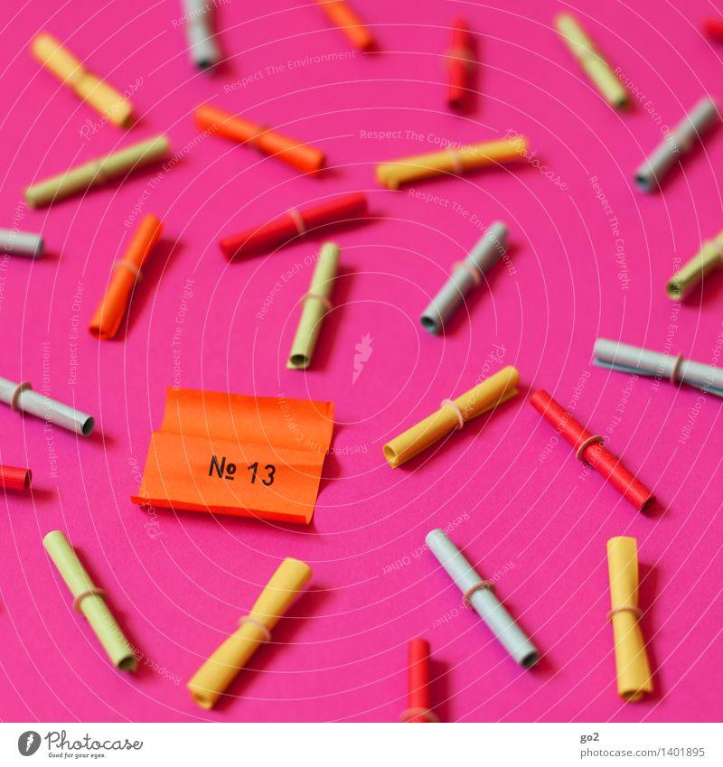 Die Nummer 13 Glücksspiel Lotterie Papier Zettel Lotterielose Ziffern & Zahlen mehrfarbig rosa Volksglaube Zufall Pechvogel Misserfolg verlieren Farbfoto