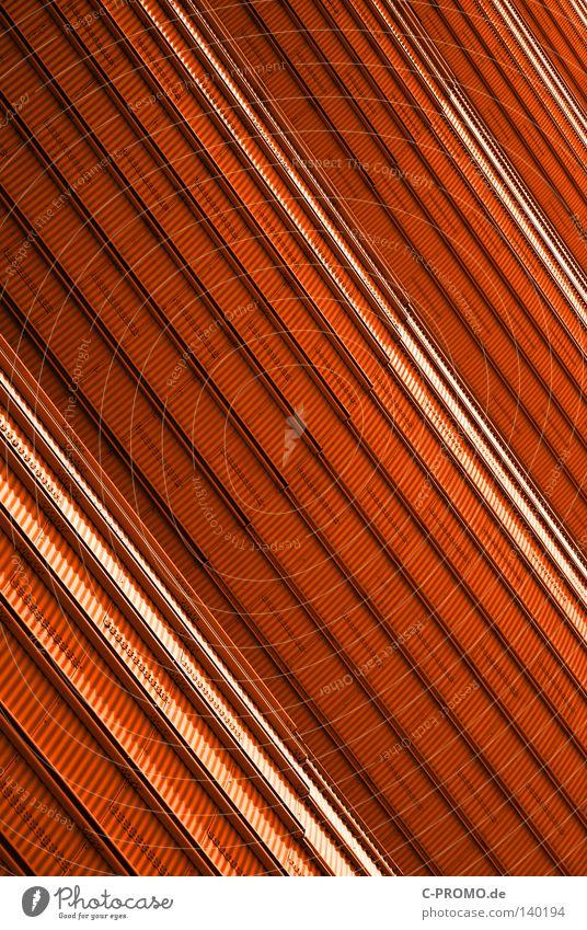 Marsstation ::: Außenhülle rot Farbe Metall Weltall diagonal