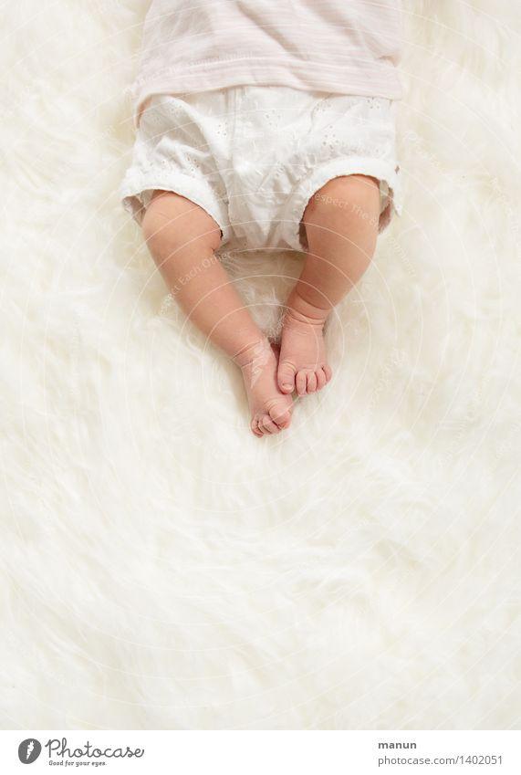 bébé Mensch Kind Baby Familie & Verwandtschaft Kindheit Leben Körper Beine Fuß Zehen 1 0-12 Monate liegen hell natürlich weiß Glück Lebensfreude Liebe