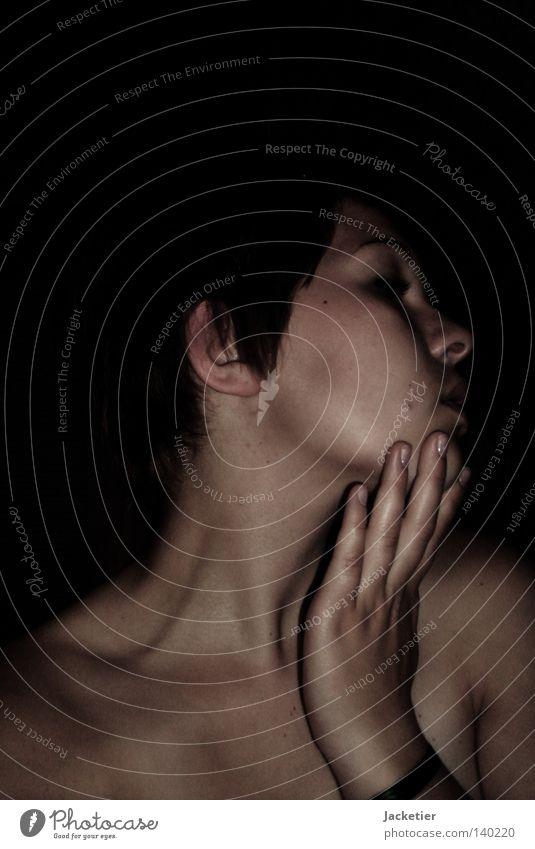 Lost in confusion Hand Jugendliche schwarz Gefühle Haare & Frisuren Mund Haut Arme Nase Finger Trauer Ohr Brust Schnur Verzweiflung Hals
