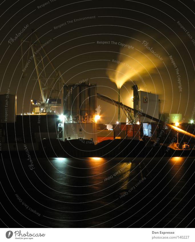 HB-HAFEN Wasser ruhig Einsamkeit Lampe dunkel Arbeit & Erwerbstätigkeit Wasserfahrzeug hell Beleuchtung Nebel Industrie Industriefotografie Nacht Frieden Hafen Rauch