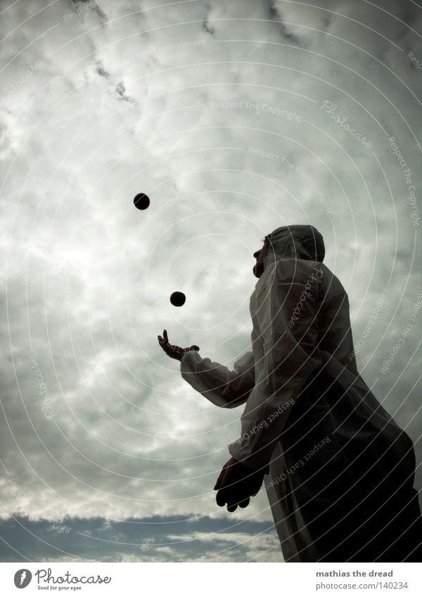BALLJUNGE Mann weiß rot Freude Tier Spielen Bewegung lustig Luft Feste & Feiern hoch gefährlich Fröhlichkeit Elektrizität bedrohlich Ball