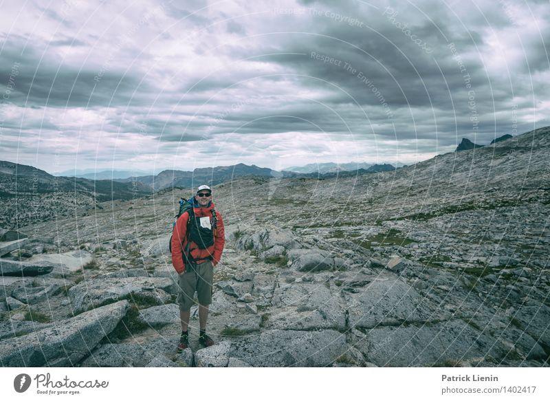 Unterwegs Mensch Himmel Natur Ferien & Urlaub & Reisen Sommer Landschaft Wolken Ferne Berge u. Gebirge Umwelt Freiheit maskulin Tourismus Zufriedenheit Wetter