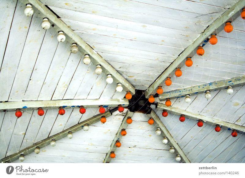 Pavillon Gartenhaus Jahrmarkt Dach Licht Glühbirne Veranstaltungsbeleuchtung Beleuchtung Erkenntnis Lichterkette Illumination Lightshow Freude verfallen Club