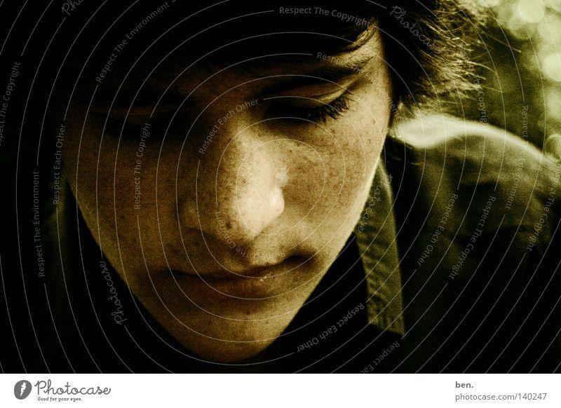 Hendrick Jugendliche Gesicht Gefühle Denken Handwerk Gedanke halbdunkel