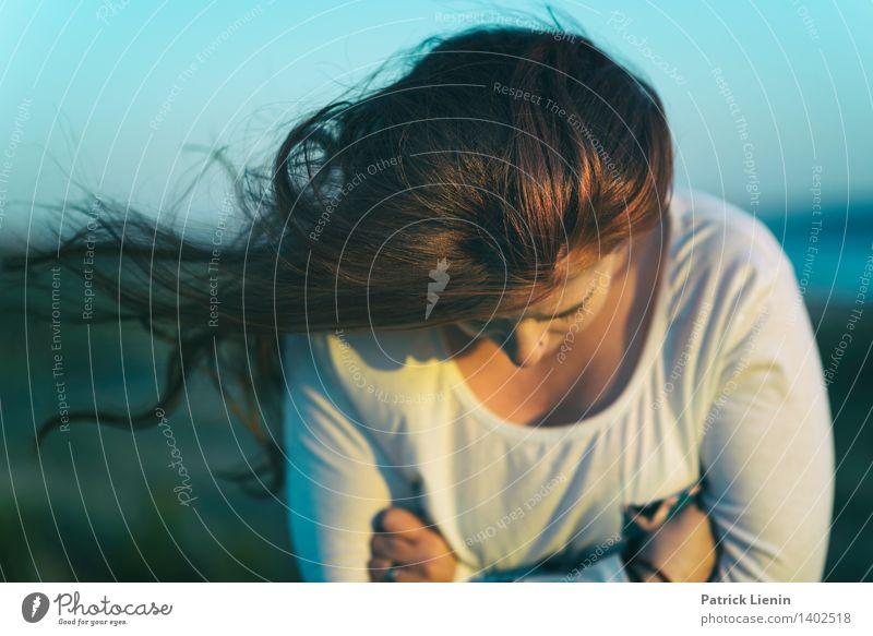 _ Mensch Frau Jugendliche schön Junge Frau Erholung rot ruhig 18-30 Jahre Erwachsene Leben feminin Stil Gesundheit Lifestyle Haare & Frisuren