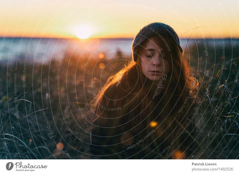 _ Mensch Frau Himmel Natur Jugendliche Sommer Junge Frau Erholung Meer Landschaft ruhig 18-30 Jahre Gesicht Erwachsene Umwelt feminin