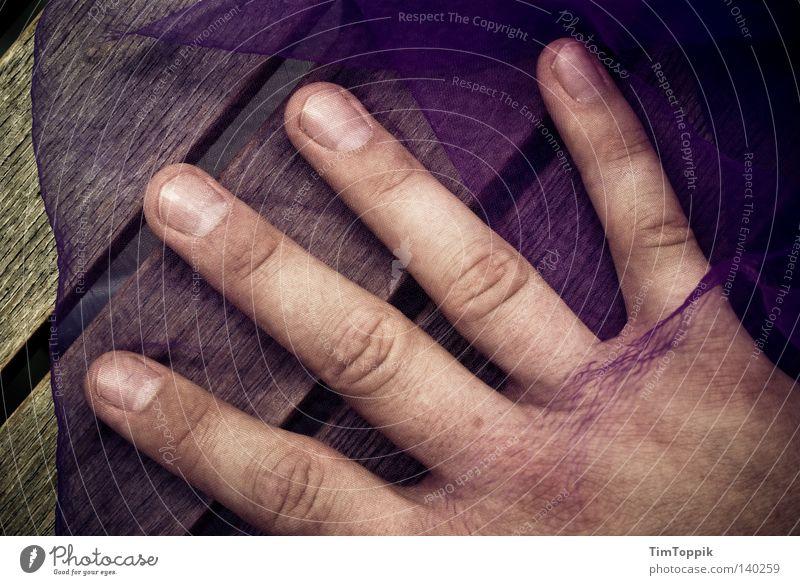 Wischen Impossible Hand Finger Fingernagel Ringfinger Zeigefinger Mittelfinger Handfläche Handrücken Nagel Tisch Holz Holztisch Reinigen Putztuch Mensch Dinge