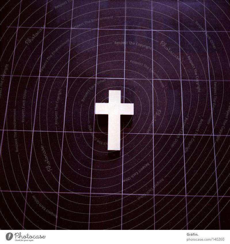 Gestatten: Tod. Beerdigung Kruzifix Leuchtreklame schwarz weiß Symbole & Metaphern Leiche Sarg makaber Werbung Grab beerdigen Trauer verlieren Einsamkeit