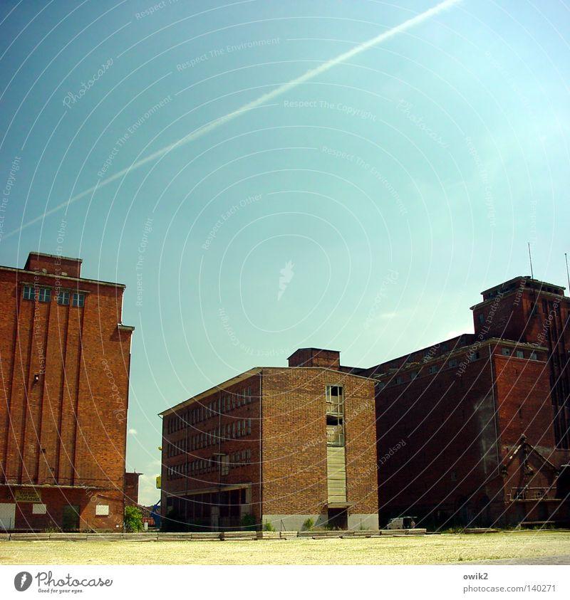 Wismar, Holzhafen Himmel alt Wand Architektur Gebäude Mauer stehen groß hoch geschlossen Industrie Schönes Wetter Flugzeug Güterverkehr & Logistik historisch Vergangenheit