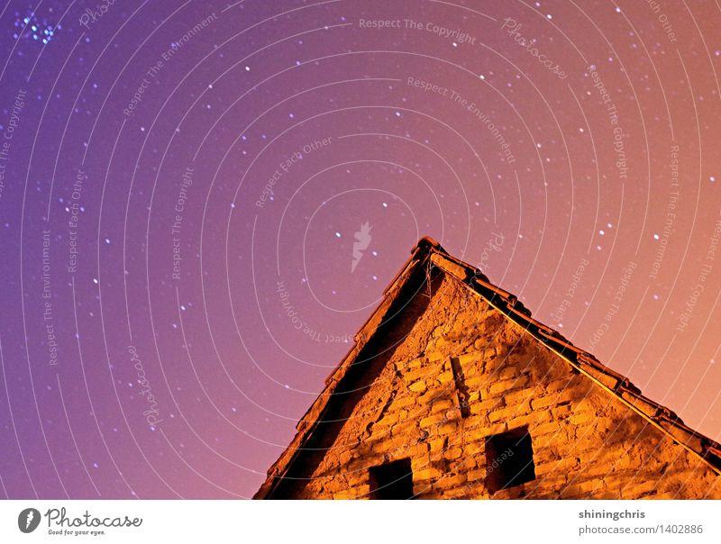 nightsky. Himmel Wolkenloser Himmel Nachthimmel Stern Klima Haus Hütte Dach glänzend gigantisch blau violett orange ruhig Stimmung Dreieck Fenster Galaxie