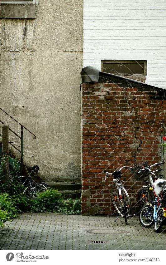 random rules alt Stadt Fahrrad Architektur Treppe Häusliches Leben Verkehrswege Hinterhof