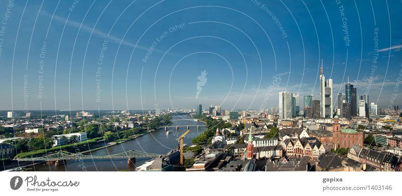 Panorama von Frankfurt am Main Haus Himmel Sommer Fluss Stadt Stadtzentrum Altstadt Skyline Hochhaus Bankgebäude Gebäude Architektur modern Römer Deutschland