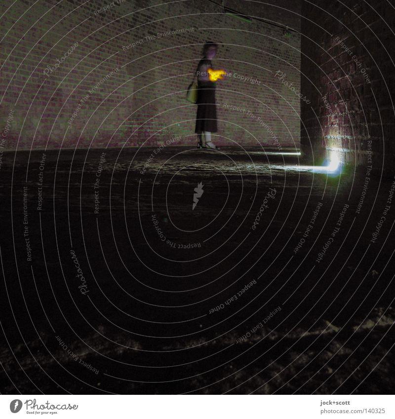hörst du den Ruf der Fledermaus? Frau Erwachsene Taschenlampe Backstein entdecken gehen hören dunkel kalt Stimmung Neugier geheimnisvoll Identität Wege & Pfade