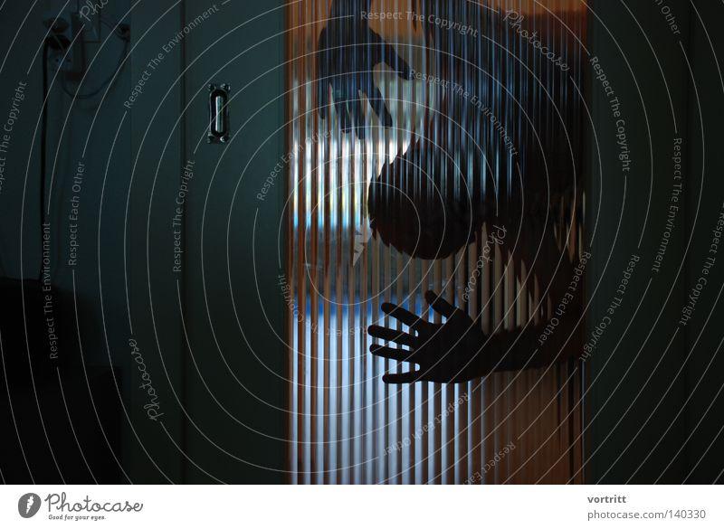 spiderman verstecken verborgen verdeckt Silhouette Mensch Mann Schatten Licht Schiebetür Tür entdecken dunkel Fenster durchsichtig hoch Steckdose Radiogerät