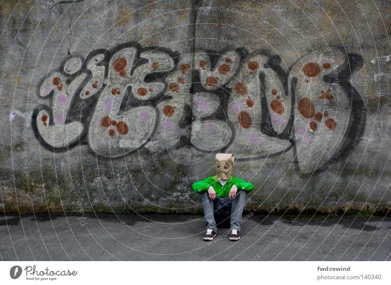 Tage wie Dieser Mensch Jugendliche grün Stadt Einsamkeit Graffiti Trauer Maske Verzweiflung Tüte Selbstportrait Freak Schwäche Gelächter Monster Aufschrift