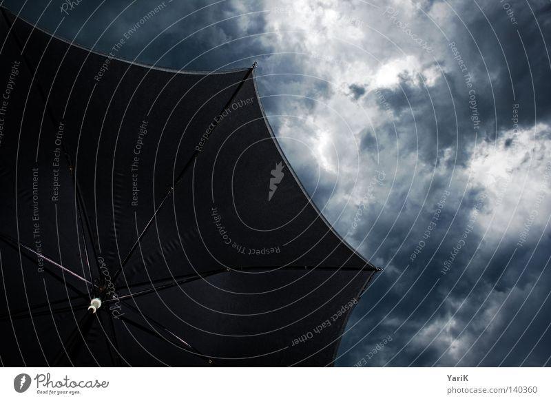 rainy day Himmel Natur Wolken dunkel schwarz Regen Wetter Energiewirtschaft Angst Kraft Wind gefährlich bedrohlich Schutz Regenschirm