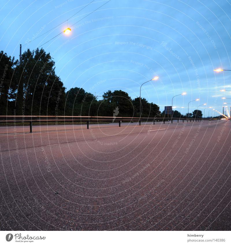 getaway Verkehr Beton Abend Morgen Dämmerung Langzeitbelichtung Geschwindigkeit KFZ Straße Licht Autobahn Flucht Rennsport fahren abbiegen Spuren