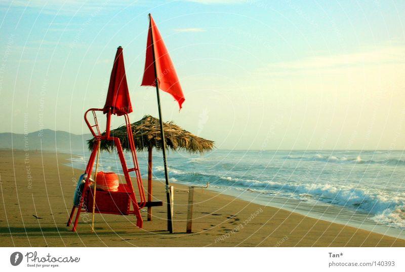 Morgens am Strand rot Fahne Wolken schlechtes Wetter Meer leer Einsamkeit Nebel Wellen Panorama (Aussicht) Sardinien Küste Italien blau Sand Schatten Himmel