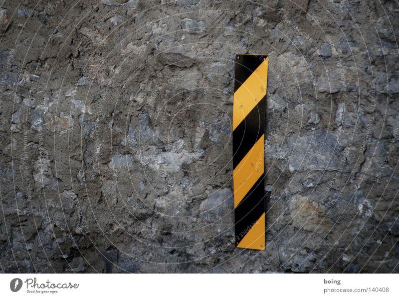 Hollywood Celebrity topless! Mauer Schilder & Markierungen Sicherheit gefährlich bedrohlich Schweiz Streifen Zeichen Hinweisschild Warnhinweis Lücke Mittelmeer