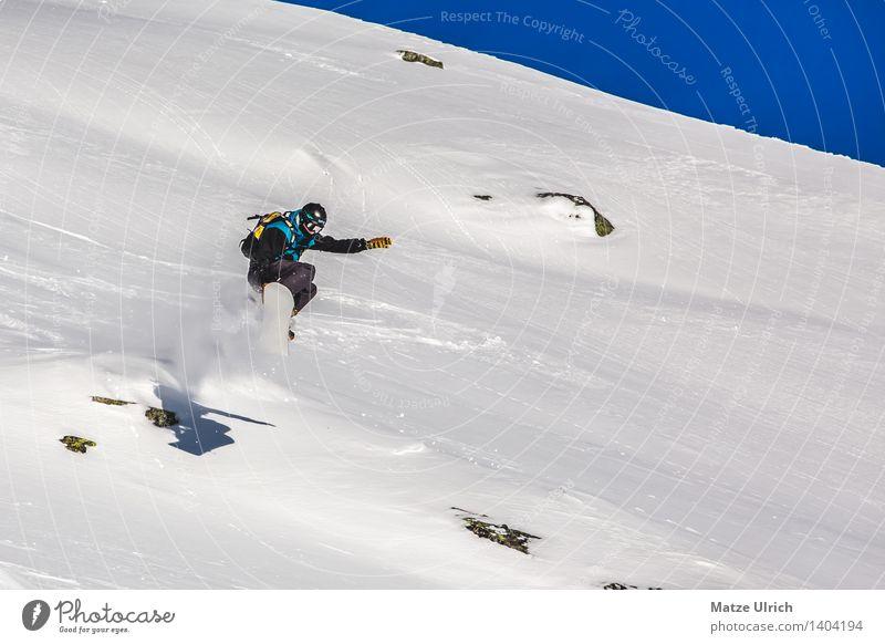 Sprung in den Tiefschnee Himmel Sonne Landschaft Winter Berge u. Gebirge Umwelt Schnee Sport fliegen Felsen springen Eis Schönes Wetter Abenteuer Gipfel Hügel