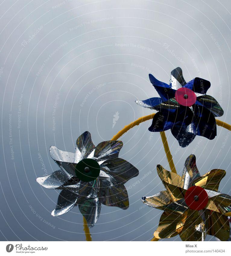Sauwetter Himmel kalt grau Regen Feste & Feiern Wind Wetter Wassertropfen nass Spielzeug Sturm Rad Kunststoff Jahrmarkt feucht drehen